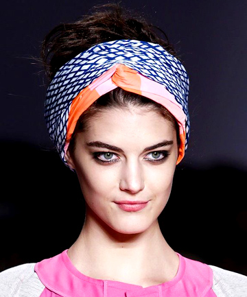 ways-to-wear-a-headscarf-05